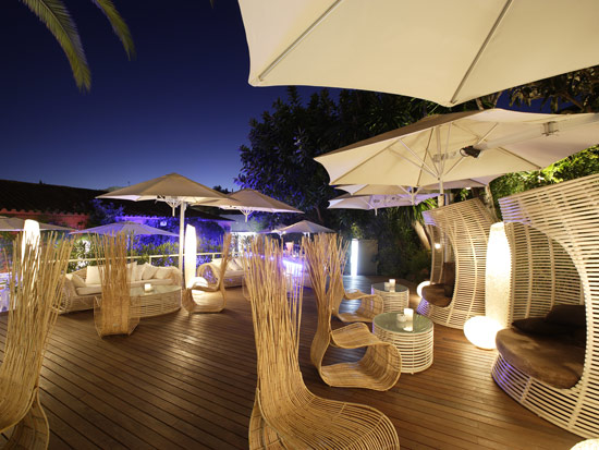 Restaurante chillout tapelia puerto ban s - Terrazas chill out ...